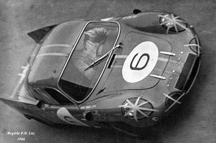 Mauro Bianchi a bordo de su Alpine Renault ganador del GP de Macao 1966