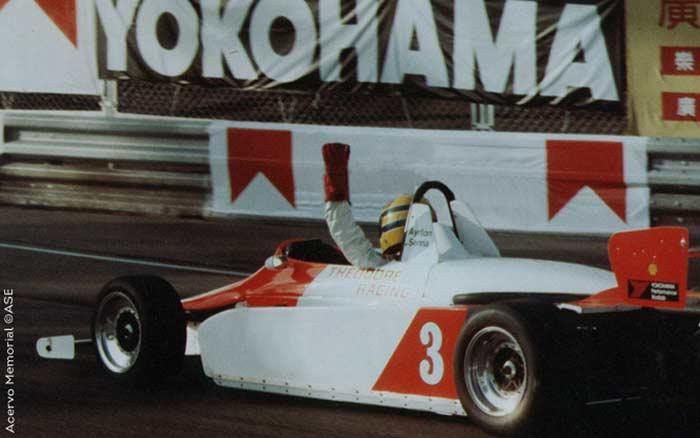 Ayrton Senna, llegando a la victoria en el GP de Macao, 1983