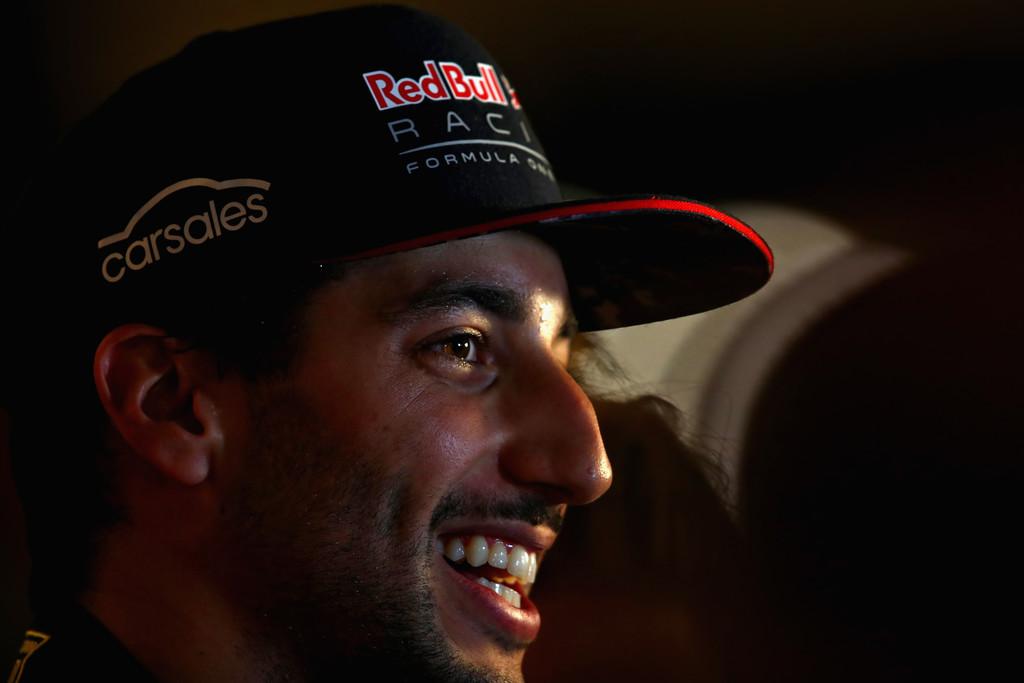"""Ricciardo festeja buena vuelta y Verstappen pelea con """"mala clasificación"""""""