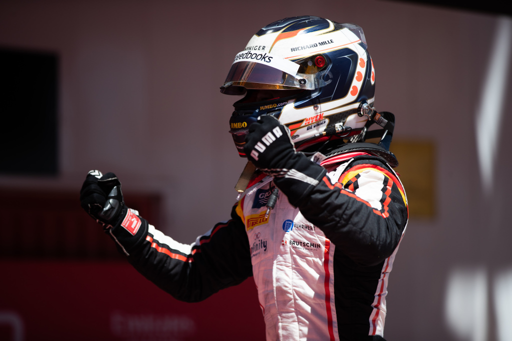De Vries se llevó la 6ta carrera de la F2