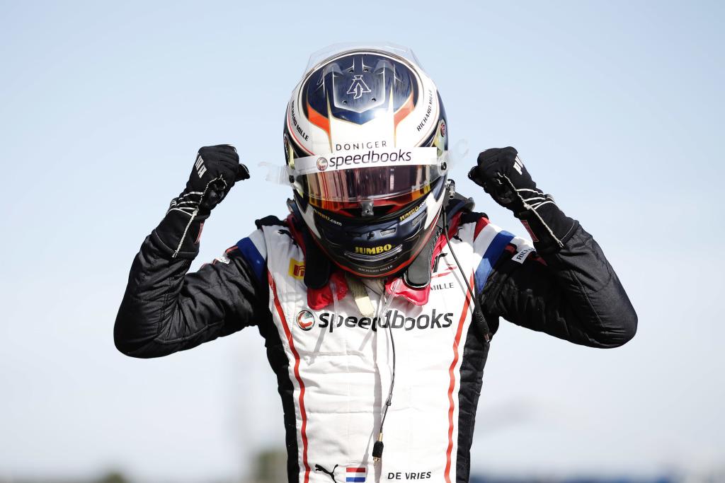 De Vries gana en Francia y toma la punta del campeonato