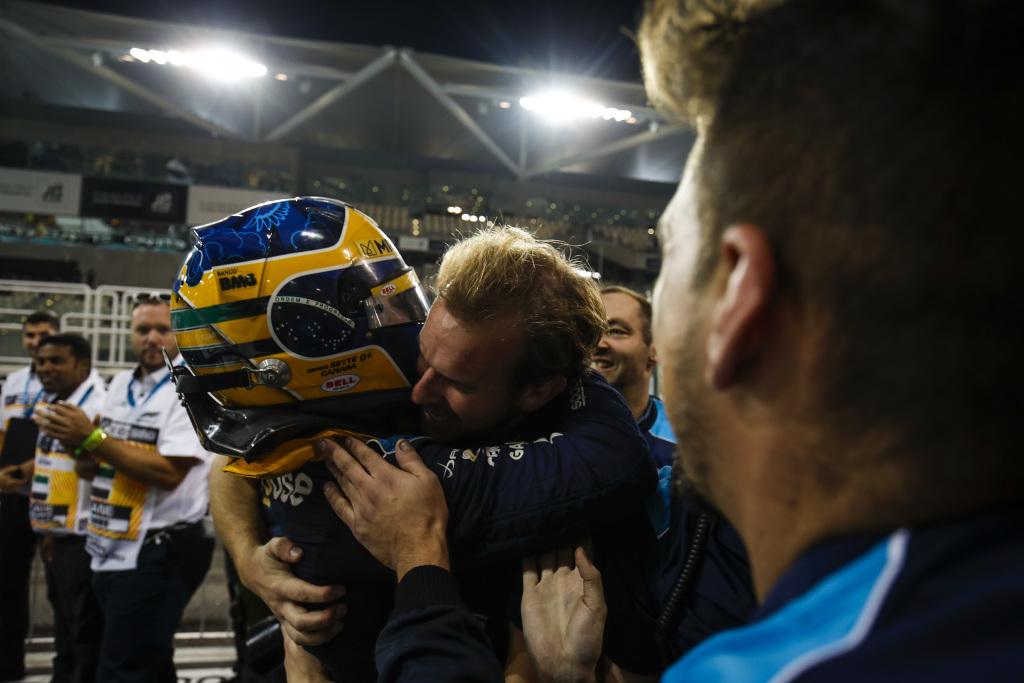 Sergio Sette Camara gana la última Feature Race de la F2 en Abu Dhabi