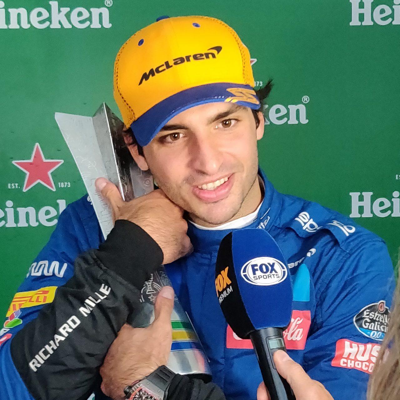 Sainz de último al podio en Brasil