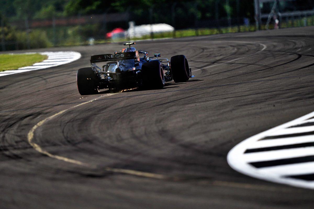 Mercedes domina el viernes de prácticas del GP 70° aniversario