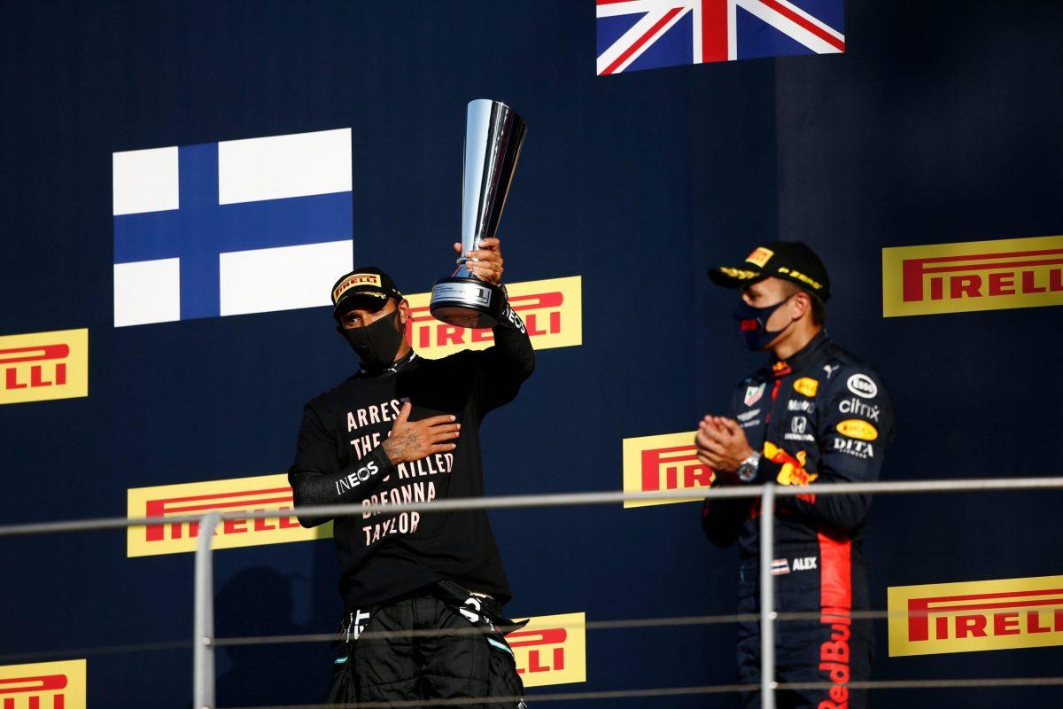 FIA desiste de investigar a Hamilton por su protesta en el podio