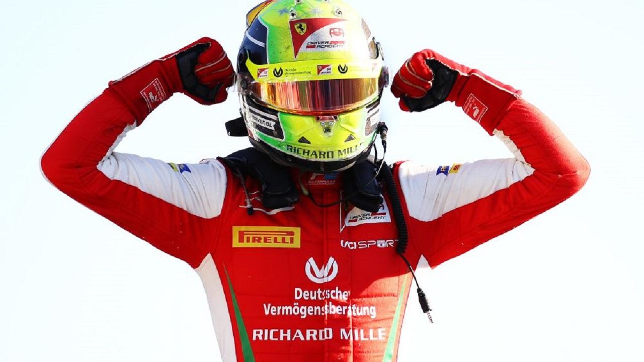 Schumacher gana en Monza y se mete en la pelea por el campeonato