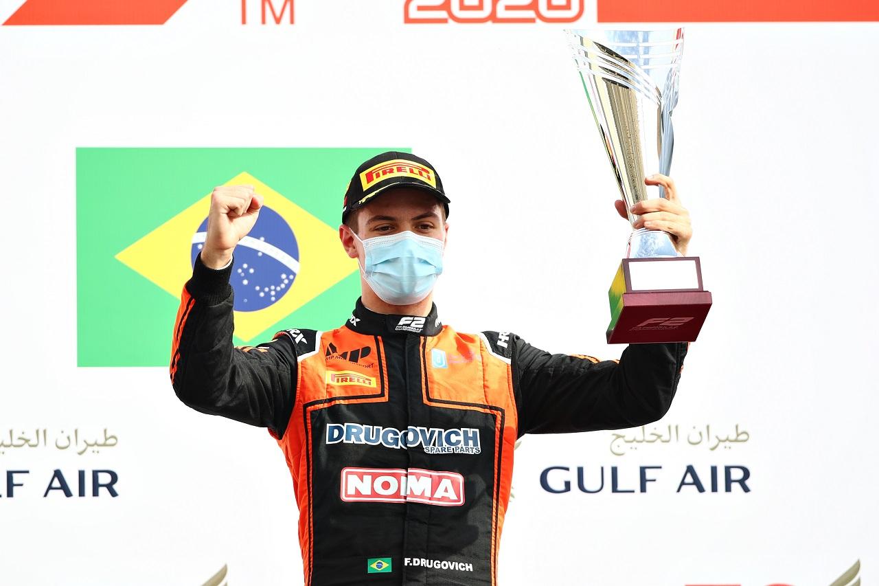 Felipe Drugovich gana en la Feature Race y el campeonato sigue en juego