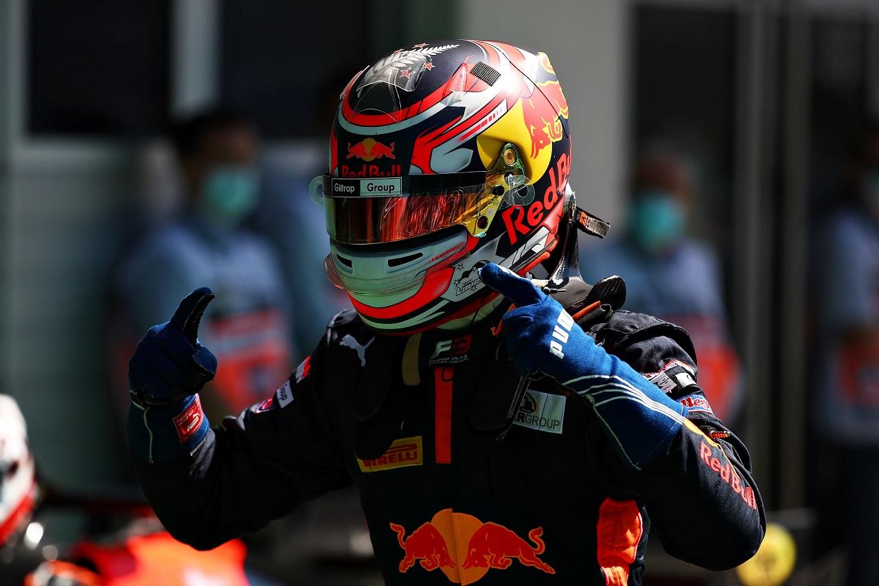 Liam Lawson debuta y gana en la primera carrera de la F2