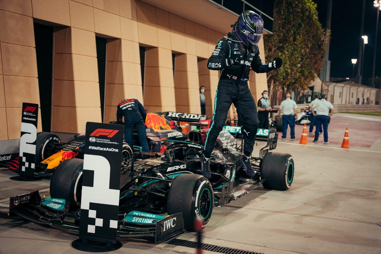 Lewis Hamilton gana el primer gran premio de la temporada en Bahrein