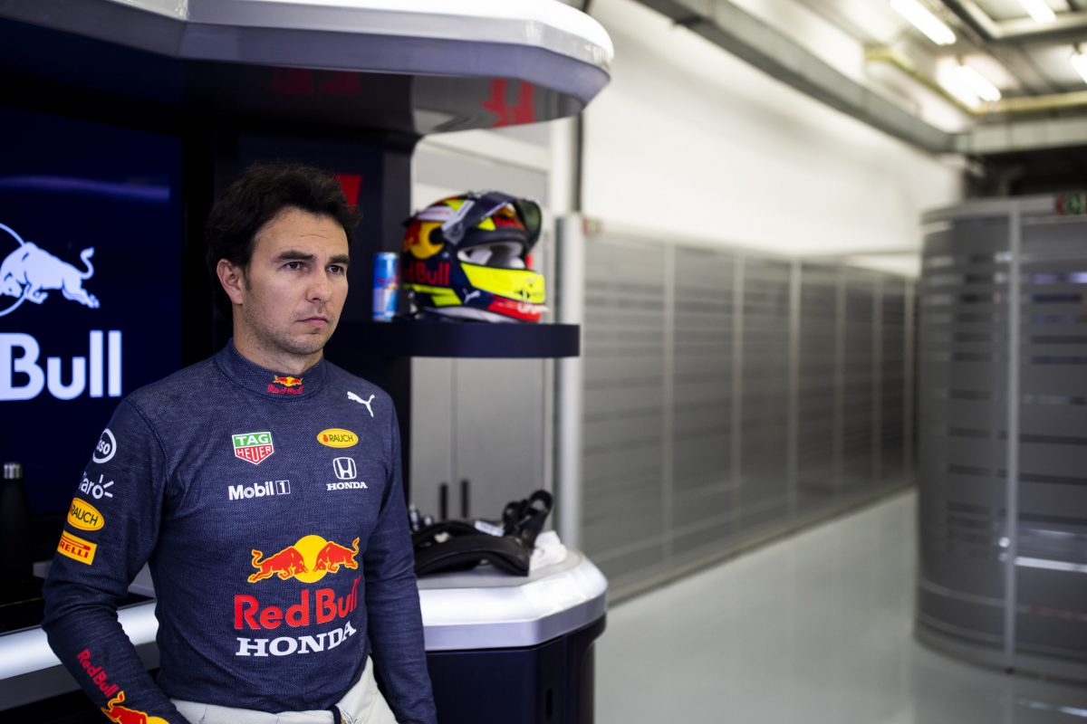 Sergio Pérez continúa adaptándose al RB16B