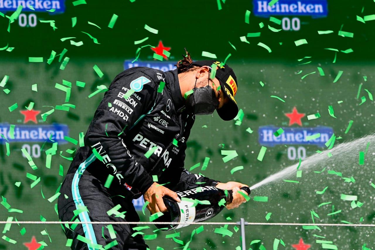 Hamilton puso las cosas en orden y saca una ventaja en la tabla