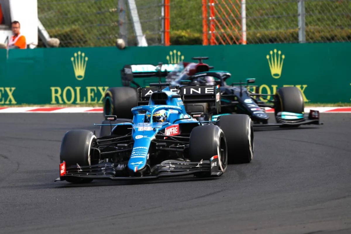 """Alonso: """"Cada vuelta que pasaba Hamilton detrás era Oro para la victoria"""""""