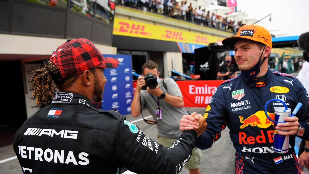 """Hamilton podría """"tomar una cerveza"""" con Max Verstappen"""